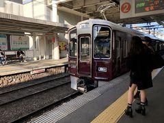 わずか1駅でモノレールから阪急宝塚線へ乗り換え。 この無駄な導線は何とかならなかったものか? 大人の事情なんでしょうけど…。