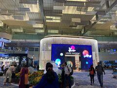 ホテルをチェックアウトし、 早い時間でしたが、チャンギ空港へMRTでむかいました。