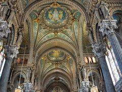 入った途端、またまた目を見張りました。 綺麗すぎる! なんて綺麗な教会なの?