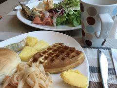 ホテルの朝食。台湾料理から洋風、和食まで何でもありでした。食べ過ぎた。