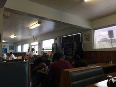 というあとでお昼ご飯は麓の町の日系人経営のレストラン テイスティークラスト。 道路側は昔ながらのアメリカンダイナー