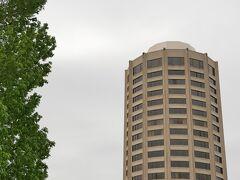 WREST POINT ランドマークタワー。昨日見えたホバート一高い 建物22階のカジノホテルです。