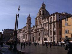 バチカンからホテルに戻ります。 時間があるので、昼間のナヴォーナ広場を見に来ました。