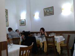っと、その前に、腹ごしらえ。 昨晩来たレストラン、SANTIです。