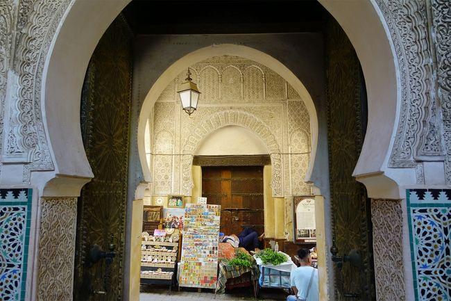 カラウィーンモスクやブーイナニア神学校などを回りますが、写真は撮りにくい場所です。