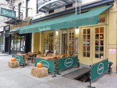 朝ー!!  朝ごはんはアッパーウエストサイドにある「サラベス」へ。 日本で食べたことあるけど、「ニューヨークの朝食の女王」やっぱり本場で食べなきゃ!! 79st駅からすぐ! 8時オープン!オープンすぐに行きました~。