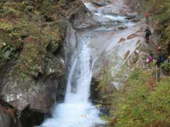 こちらは竜神の滝。