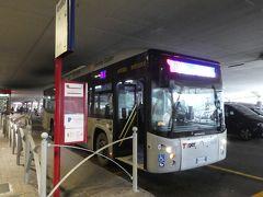 アパートに戻り、荷物をピックアップしたら、駅前のバス停からバスに乗り込みます。 30分くらいで、ボローニャ空港に到着です。