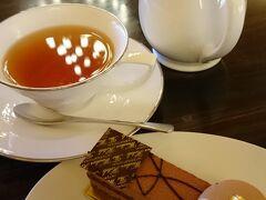 ロビーラウンジ カフェゼットでティータイム カフェはすいていて、ゆっくり過ごすことができました。