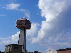 バス停に戻る頃には、東尋坊タワーの向こうに青空が広がり、ときおり雷鳴が轟きます。