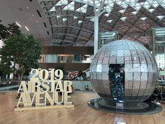 韓国・ソウル『仁川国際空港』  2018年1月18日にオープンした第2ターミナルです。 ラウンジなども非常にきれい (*'ω'*)  2018年2月9日の平昌冬季オリンピック開幕を控え、選手村が オープンする同年1月30日に合わせて現地入りする選手団や 大会関係者を迎えられるタイミングとして、2018年1月18日に 第2ターミナルがオープンすることになったそうです。  ちなみに、スカイチームに加盟する大韓航空、デルタ航空、 エールフランス航空、KLMオランダ航空の4社が第1ターミナルから 移転しました。