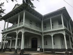 まずは、奥にある「興雲閣」から観光します。内部も無料で開放されています。 明治時代、明治天皇行幸の際の御宿所として建設されたものだそうです。