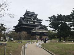 いよいよ松江城天守です。現存12天守の一つで、国宝に指定されています。