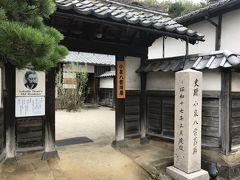 続いて、その隣にある「小泉八雲旧居」。小泉八雲が暮らした家が、当時のまま保存されて公開されています。ここに、夫人と共に5ヶ月間暮らしたそうです。 小泉八雲と言えば、松江という印象が強かったけれど、意外にも松江に住んでいたのは1年3ヶ月のみだったと、記念館の訪問などを通じて知りました。