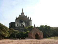 ⑧Thatbyinnyu Temple タビニュ寺院 1144年 高さ61m(20階のビルぐらい)、二層構造の大伽藍。