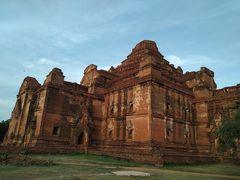 ⑭Dhammayan Gyi Temple ダマヤンヂー寺院  1165年 遠くからみるとマヤ文明の遺跡のような外観でとてもかっこいいです。でも実は心霊スポットと言われるいわくつきの寺院。