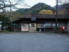 先程沢入駅で時刻表調べたら1時間後だったので車で戻り神戸駅に来ました!!1912年(大正元年)に開業した駅だけあって古さと周りの自然とマッチしてこれもまたタイムスリップしたみたいな駅舎ですね♪