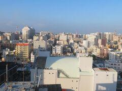 翌朝8時。ホテルJALシティ那覇のお部屋の窓から。