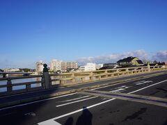 松江城までは徒歩でテクテク。  バスを待つより早くつきそうなので。