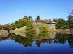 お堀です。  宍道湖の水が流れています。