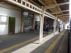 4つめの五泉駅。 平成ひと桁の頃、この駅が起点だった「蒲原鉄道」に乗るために来て以来だと思う。 そしてここから先の区間は、たぶん高校生時代に乗って以来。 その時は、あずき色の客車列車だったことを覚えている。