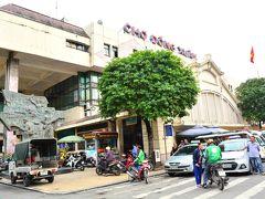 Cho Dong Xuan   ハノイ最大の市場、ドンスアン市場に寄って刺繍入りの巾着を買い込む。ヴェトナムへ来ると買っちゃう代物。大中小と色々混ぜて1400円分買ったが、安いんだかよくわからないけどまぁいいでしょう。