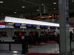 《往路》2019/10/19 15時前に成田国際空港T2 ファーストクラスカウンターでチェックイン。