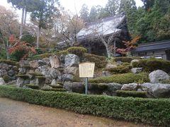 鶏足寺へは石道寺の駐車場に車をおいて向かいます。