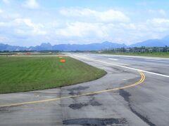 定刻通りクラビ空港に到着。のどかな雰囲気がいい感じ。