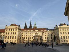 プラハ城 ここから聖ヴィート大聖堂へ続きます。