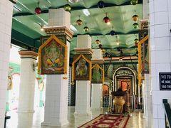 次は高島屋近くのヒンズー教寺院、スリタンディユッタパニ寺院へ