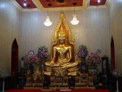 黄金の仏像にお参りをし・・・その後、ラマ4世通り方向に進み、手前のヤワラート通りから中華街に向かう。