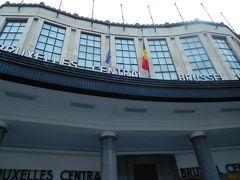 駅のほとんどはエスカレーターがあるのに、最後の数段だけ階段というブリュッセル中央駅に到着。  今夜のホテル、ヒルトンブリュッセルはどこかな~?と辺りを見回すと・・・