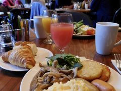 9月5日(木)  本日も無料朝食をいただいております♪  そういえばここはシェフのオムレツがありませんでした。