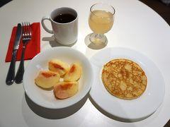 8時、朝ご飯。 この日の果物は、一昨日、マルシェで買った桃。 桃は、カジノで買ったもの含め、どれもハズレがなく、みずみずしかったです。(^^)
