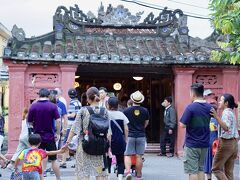 いよいよ見えてきました 日本橋 正式名称は来遠橋 沢山の観光客がごった返しています!