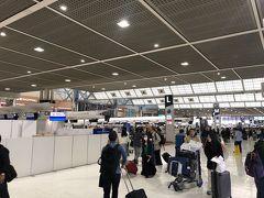 それではターミナル内へ。 先月のマニラが羽田に振り替えられてしまったので、実に9ヶ月ぶり! それにしてもただの週末土曜の朝ですがなかなかの混雑っぷりですね。