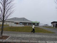 取敢えず八雲PAに来てみます。 奥の建物がPA。http://panorama.town.yakumo.hokkaido.jp/