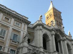メトロでテルミニ駅に戻って、サンタ・マリア・マッジョーレ大聖堂に行く。「数日のうちに雪が降る地に聖堂を建てよ」との聖母のお告げを夢で聞いたリベリウム教皇が真夏に雪が降る奇跡があったこの地に356年に創建した。ローマ四大聖堂のひとつ。入場は無料。