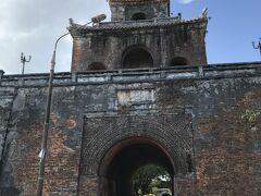 阮朝王宮(Dai Noi)の正門。いくつのレンガで出来てるのか?ベトナム初の世界遺産です。