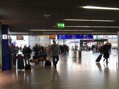 フランクフルト マイン(FRA)空港にチエックイン後セネターラウンジで休憩
