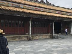 太和殿の奥には 左右に大きな建物が並び 広い中庭になっています