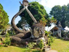 なんか、ここを作った人が、仏教とヒンドゥー教の両方を信じていて、なので、どちらともとれる仏像つくった、そうです。