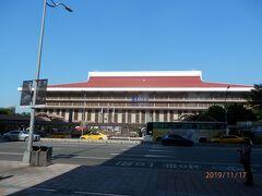 台北駅にやってきました。