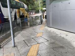 ここも、途中で香港イミグレで出国 乗って来たバスが待っている テキパキと
