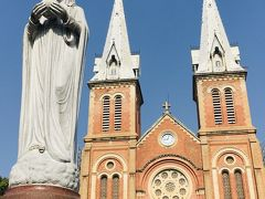朝食後はそのまま歩いて、聖母マリア教会へ 残念ながら1部改修工事をやっていたので本来の姿は望めませんでした。