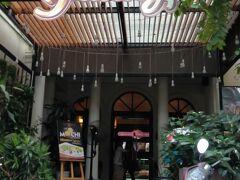 カフェ「ファニー」でスイーツタイム。