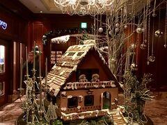 【リッツカールトン大阪】 https://www.ritz-carlton.co.jp/  鮨の後は,千陽から徒歩9分(700m),リッツカールトン大阪へ。 ロビーはもうクリスマス一色です。