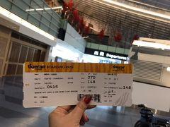 今回も空港近くのやまたん家に集合し、早朝タクシーにて羽田空港へ。 やはり羽田は近くて良いなぁ。  カウンターも空いていて、無事に航空券ゲットだぜー。