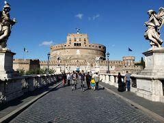 歩いてサンタンジェロ城にやってきました。